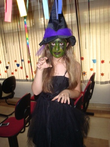 Aline Palharim as the west witch