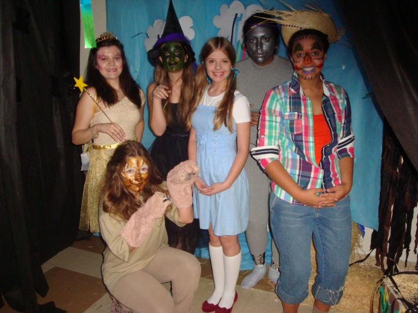 Plot: A girl named Dorothy Gale, who lives with her pet dog named Toto, her Uncle Henry and Aunt Em, becomes lost when a cyclone carries her and her dog away from their home in Kansas to the enchanted magical land of Oz .On the way, they make an enemy of the wicked witch of the west. And they make friends with the Tim Woodman, the Scarecrown and the Cowardly lion. The friendship helps the five to survive many adventures and to make each one of their dreams really come true. Their loyalty and teamwork persuade the Wizard of OZ and Glinda, the good witch of the South, to help them get their individual wishes granted.