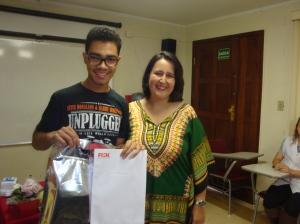 Homenagem ao aluno que obteve a nota mais alta no exame de inglês.